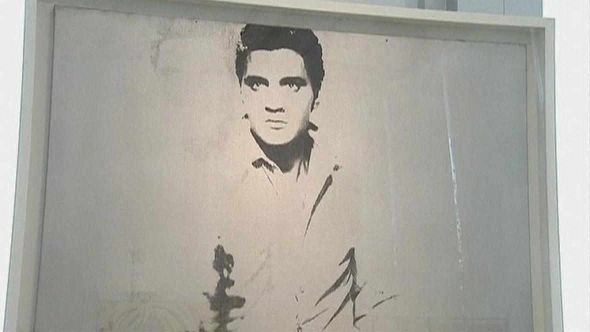 Síň Sotheby's nabídne Warholův obraz Elvise