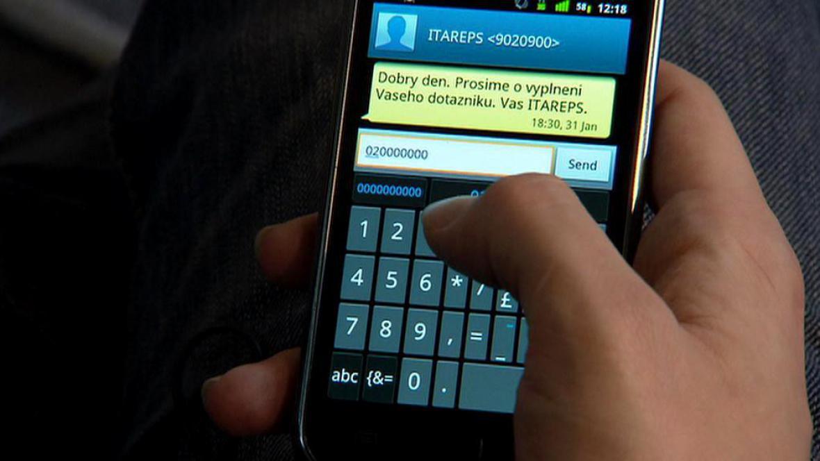 Vyplňování dotazníku v mobilním telefonu
