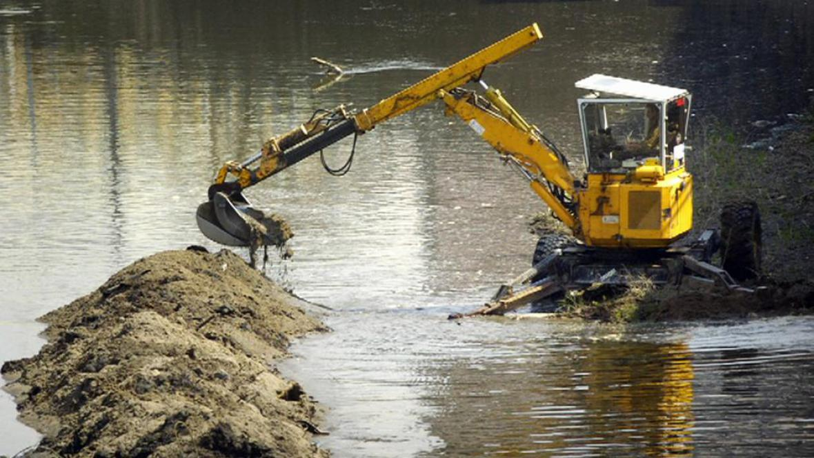 Bagrování rybníku
