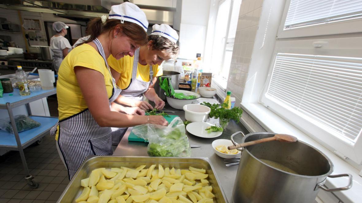 Kuchařky ve školní jídelně