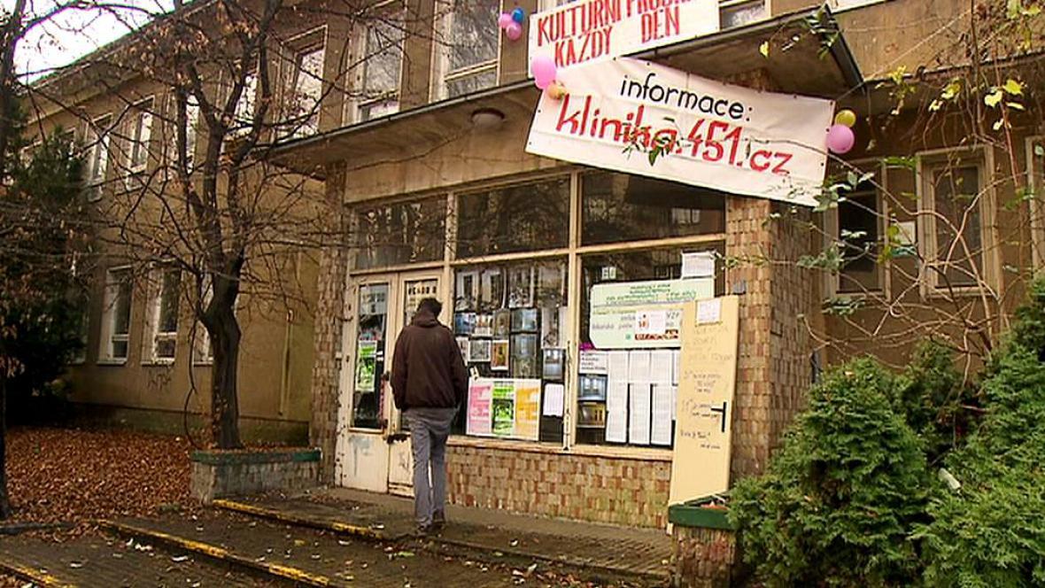 Budova bývalé kliniky obsazena aktivisty