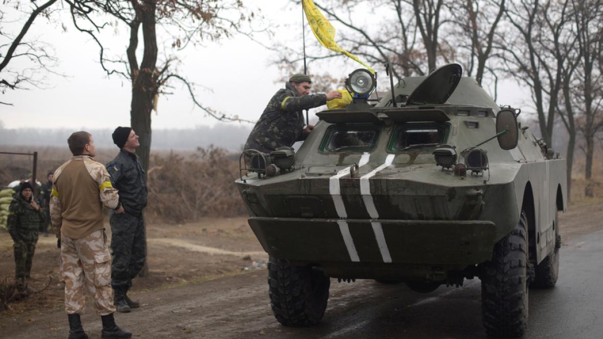 Ukrajinský tank nedaleko Mariupolu