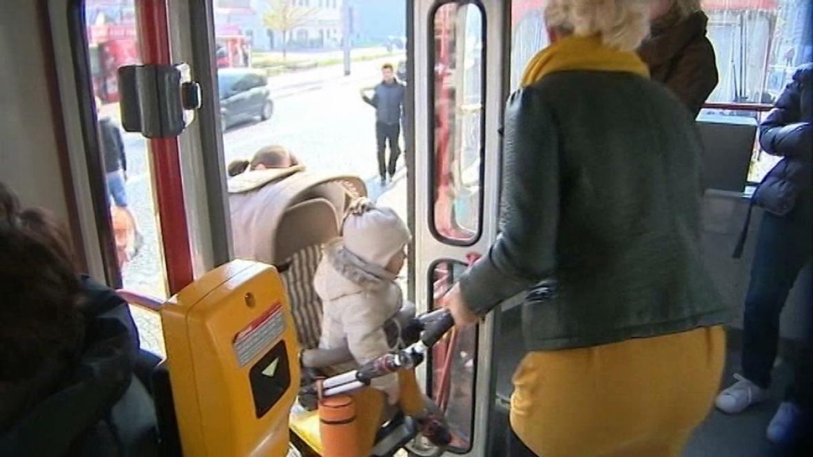 Rodiče s kočárky z Olomouce si stěžují na diskriminaci