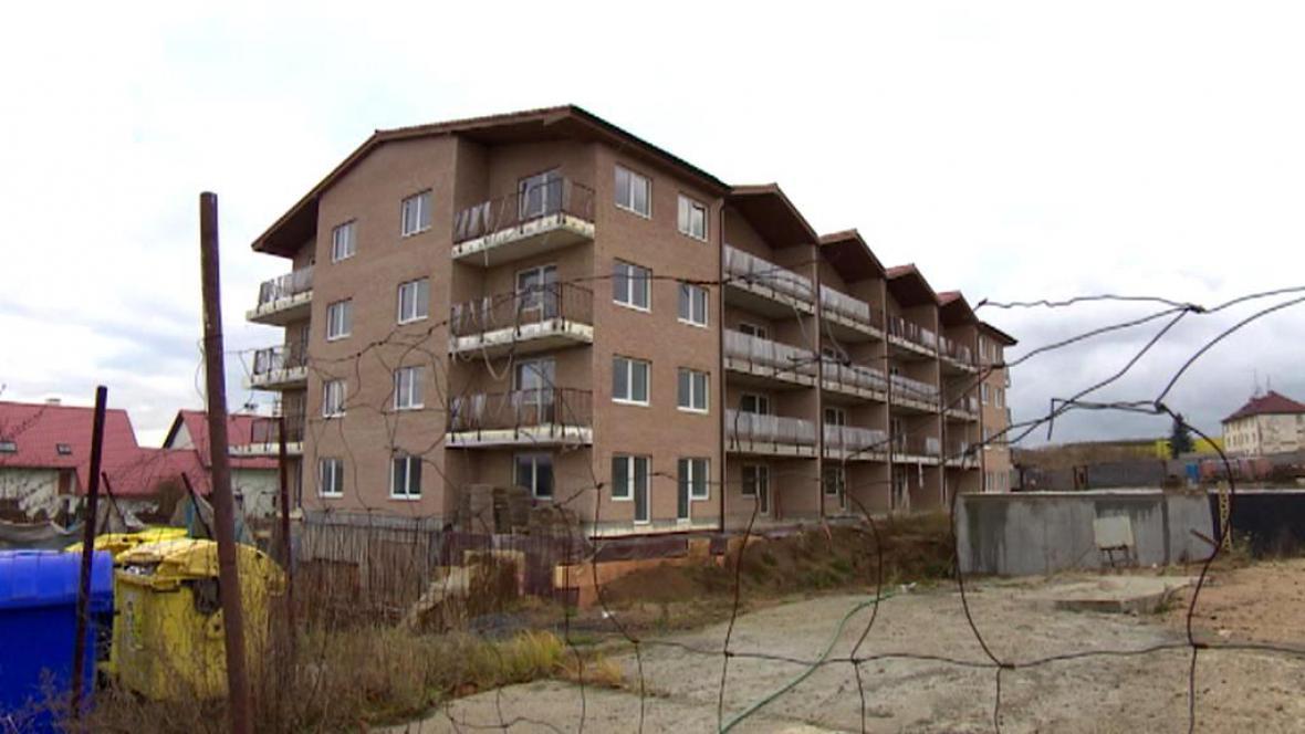 Rozestavěný bytový dům v Jenišově
