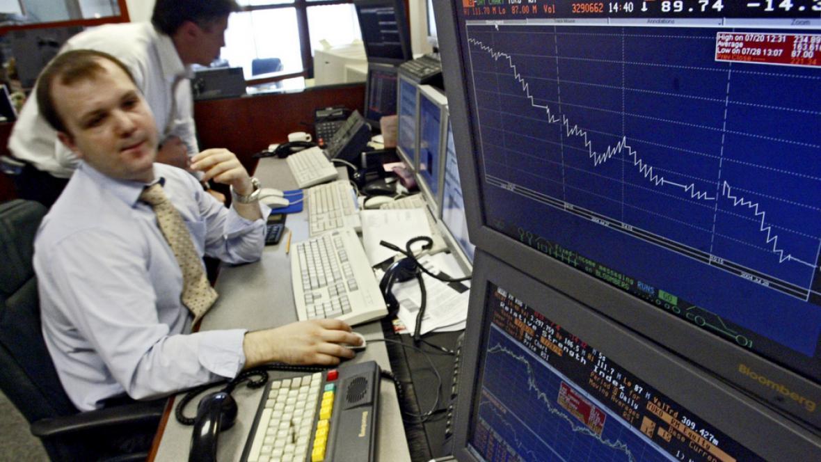 Propad ruského rublu už neřeší pouze makléři