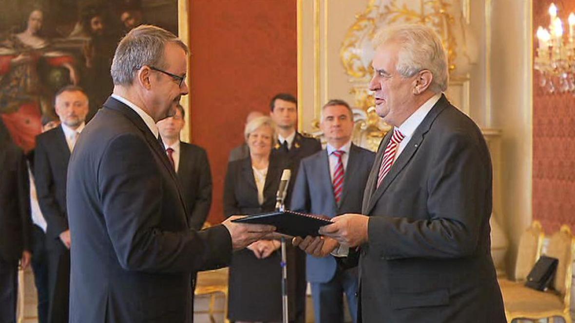 Miloš Zeman jmenoval Dana Ťoka novým ministrem dopravy
