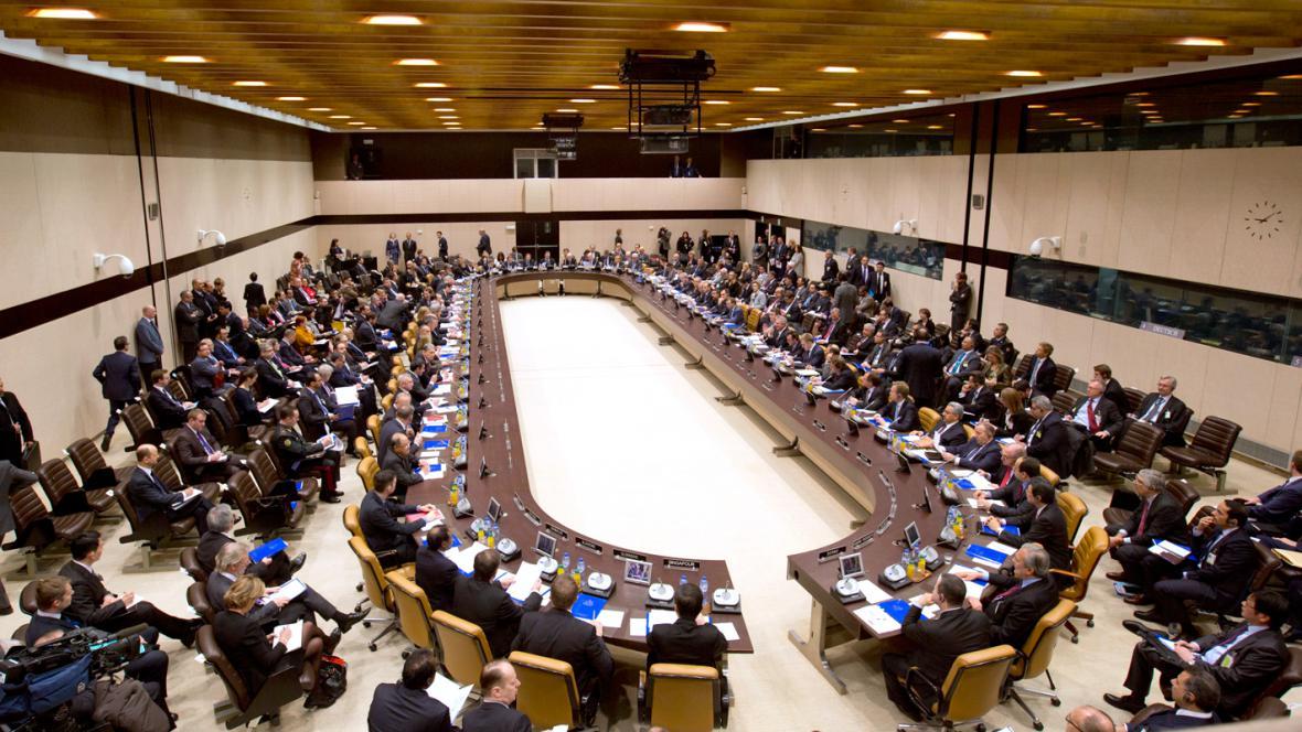 Konference protidžihádistické koalice v bruselském sídle NATO