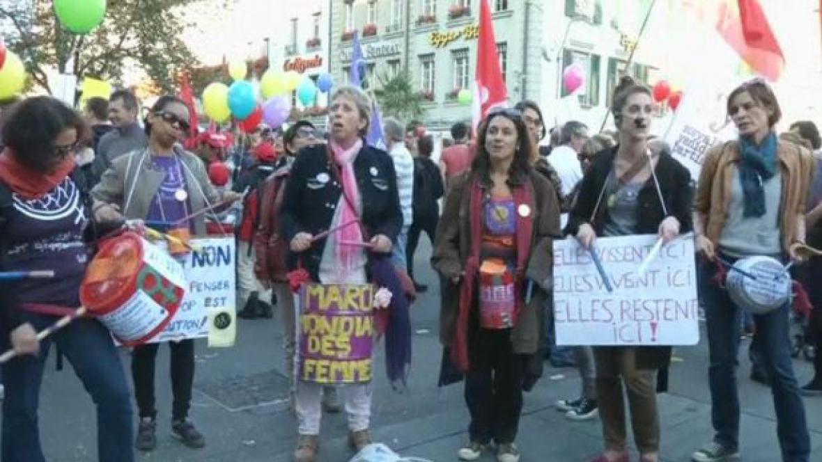 Švýcaři protestují proti referendu o omezení přistěhovalectví