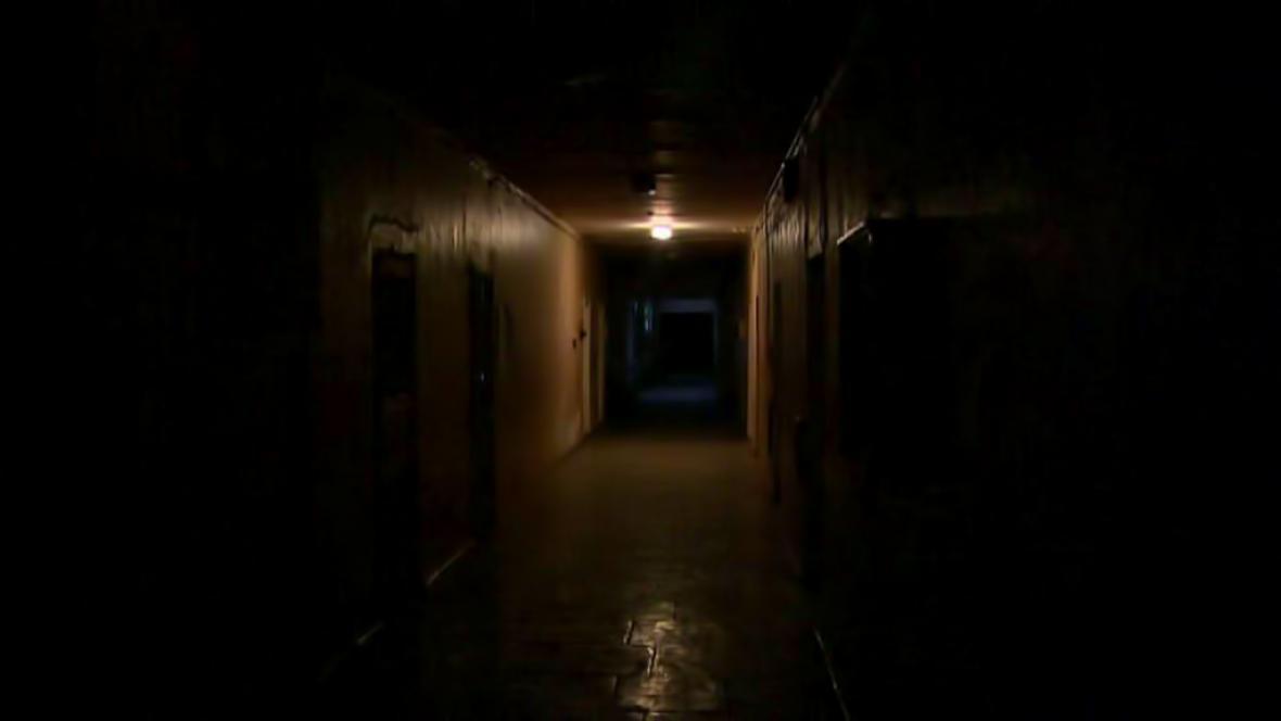 V nemocničních chodbách v Doněcku je stále slyšet střelba