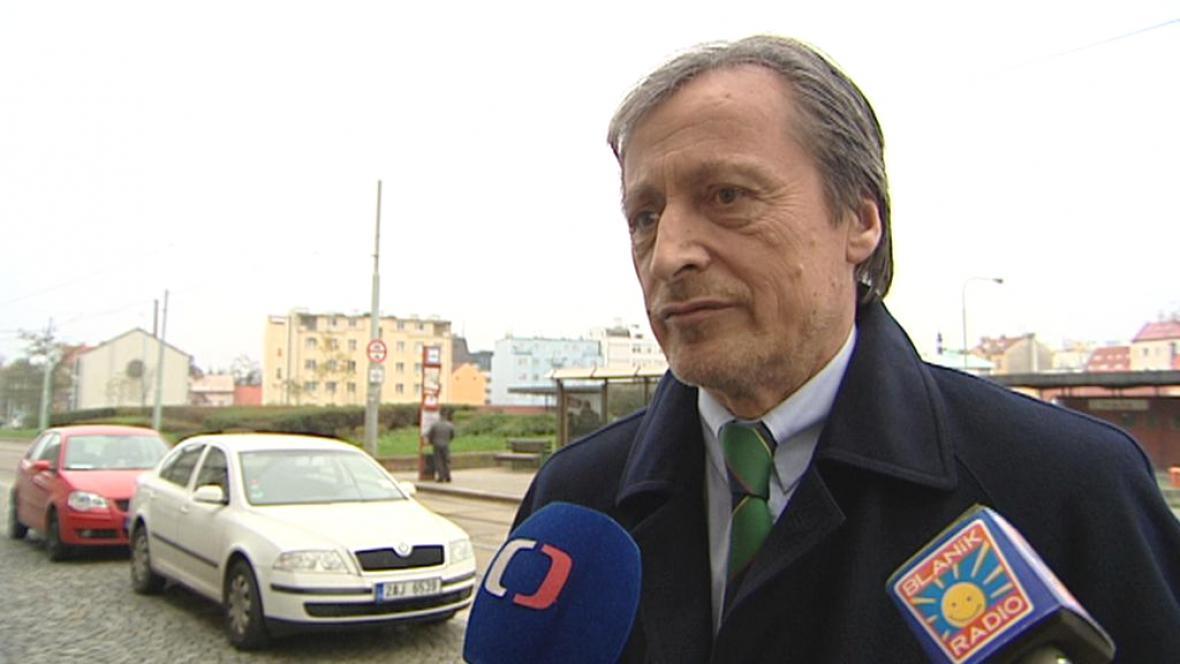 Stropnický slíbil okamžité vyřízení žádosti zbavující bývalé zpravodajce mlčenlivosti