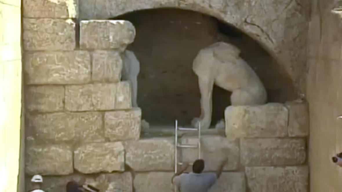 Našli archeologové hrobku Alexandra Makedonského?