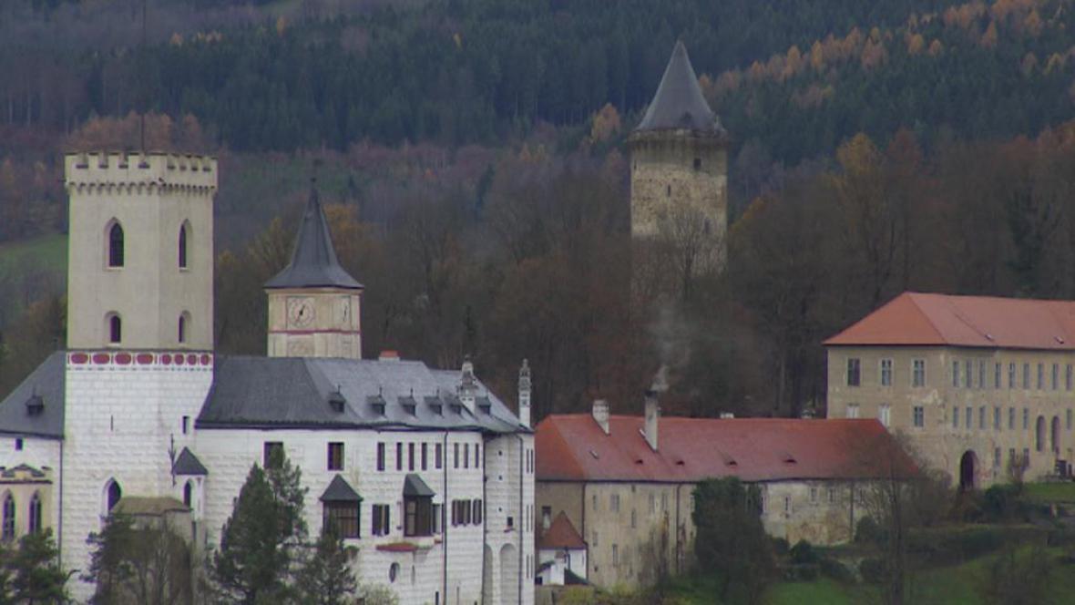 Hrad Rožmberk s Jakobínkou v pozadí