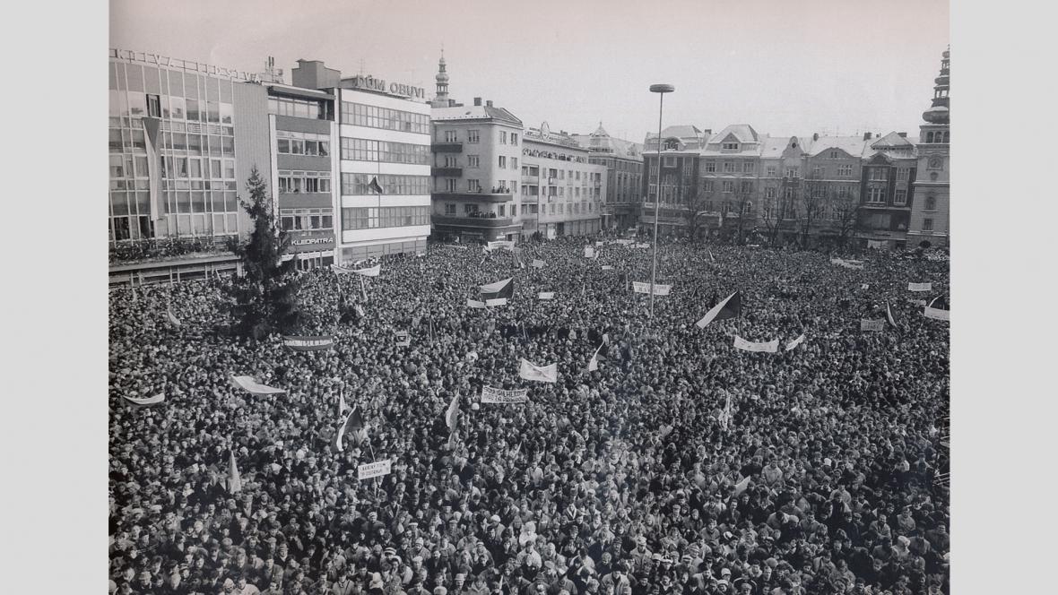 Generální stávka na Masarykově náměstí, listopad 1989