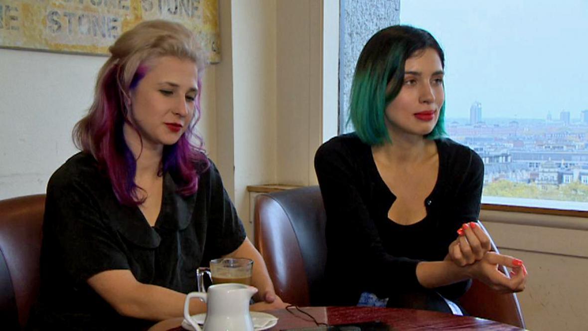 Marija Aljochinová a Naděžda Tolokonnikovová v rozhovoru pro ČT