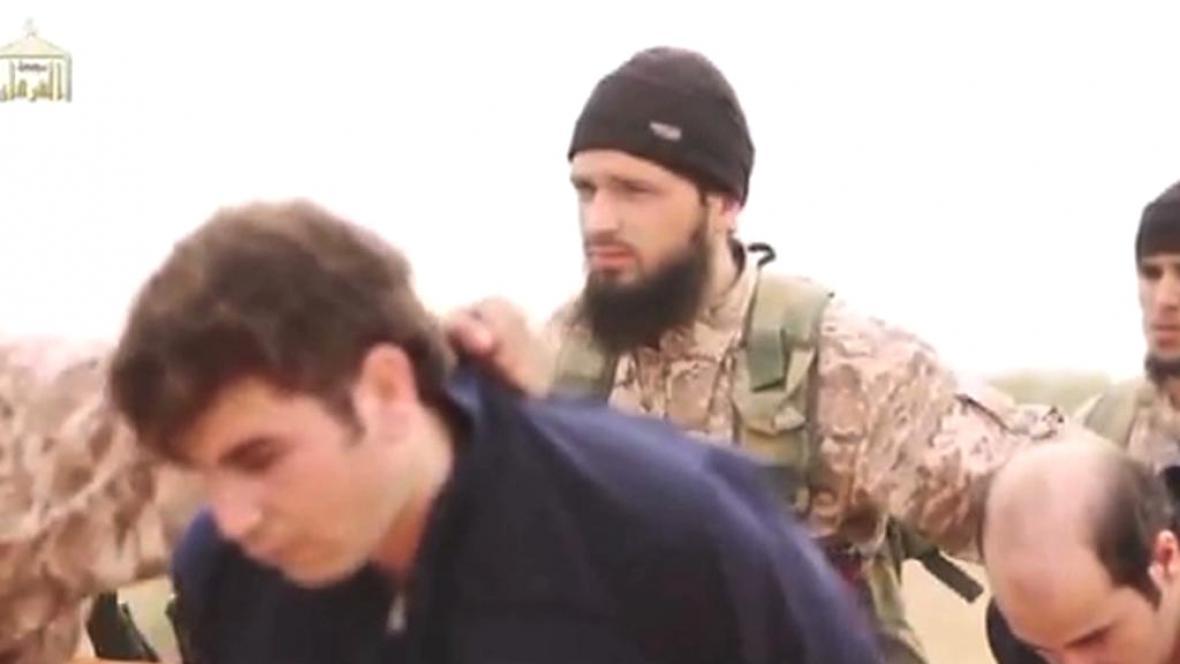 Paříž prověřuje, zda je islamista na snímku Maxime Hauchard