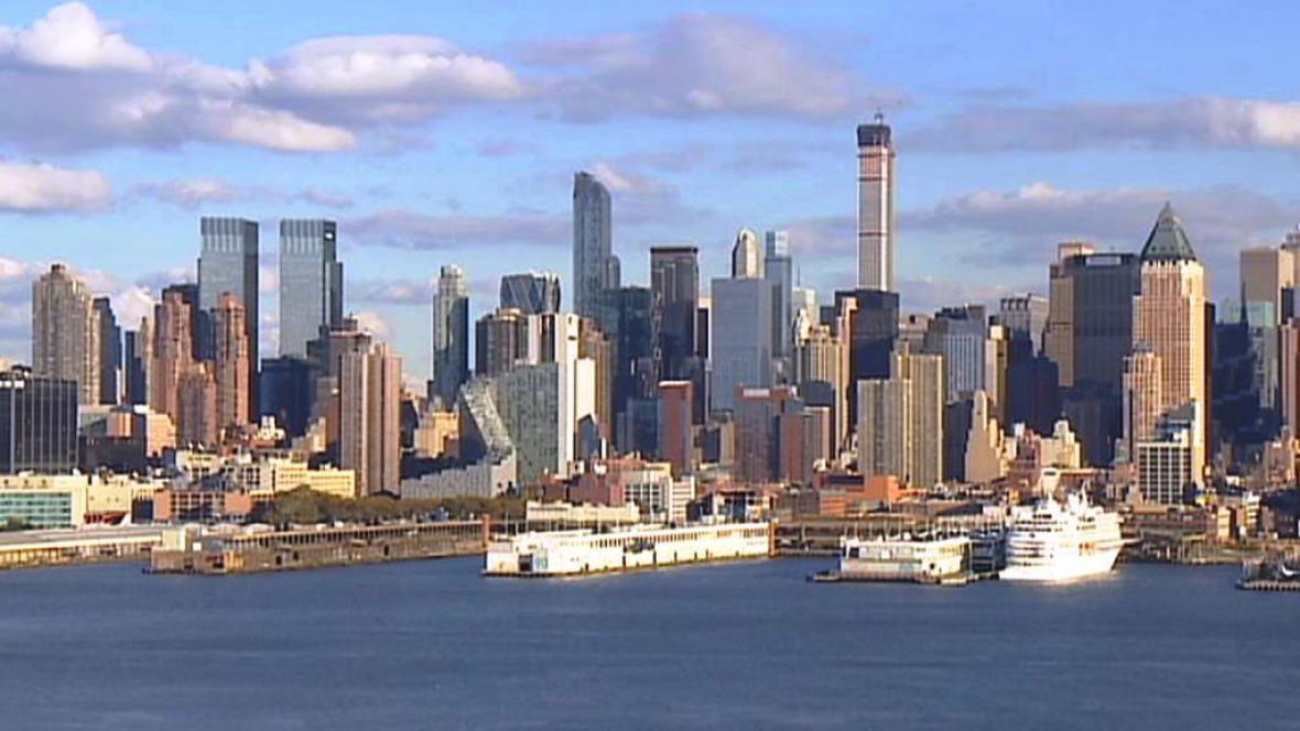 Nejvýše z newyorských budov ční 432 Park Avenue