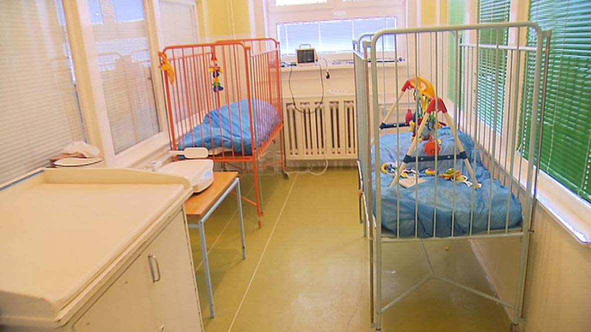 Prázdné pokoje na dětském lůžkovém oddělení v rakovnické nemocnici