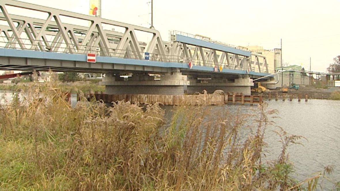 Kolínský železniční most