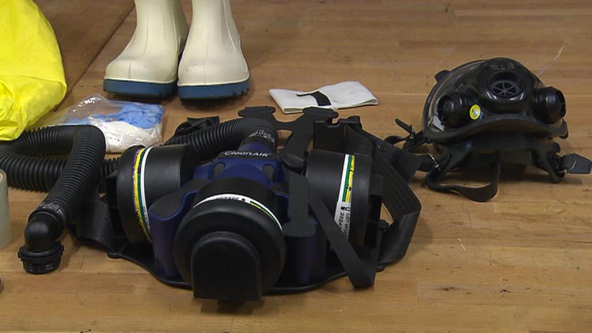 Zásilka obsahuje ochranné pomůcky a ochranné oděvy