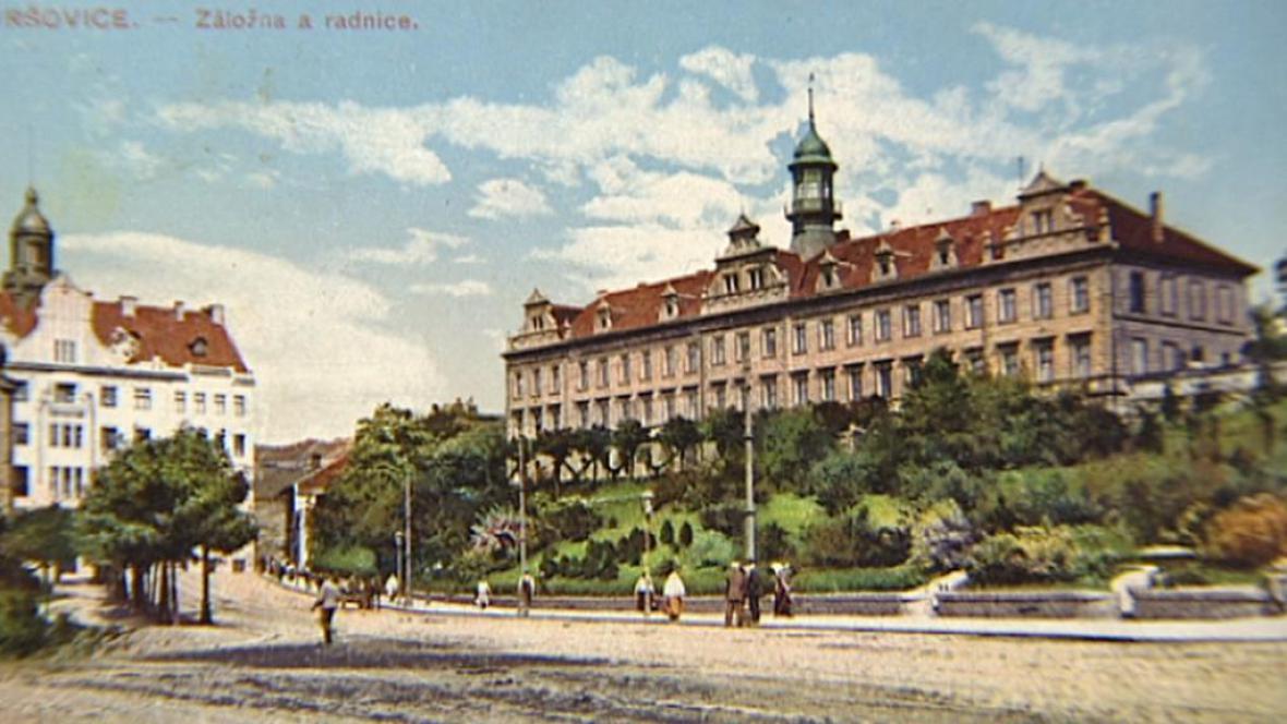 Vršovický zámeček na archivní pohlednici