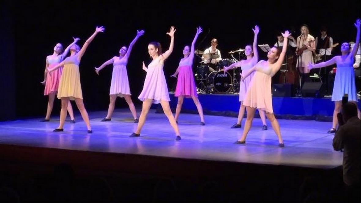 Taneční vystoupení souboru Kocour Modroočko