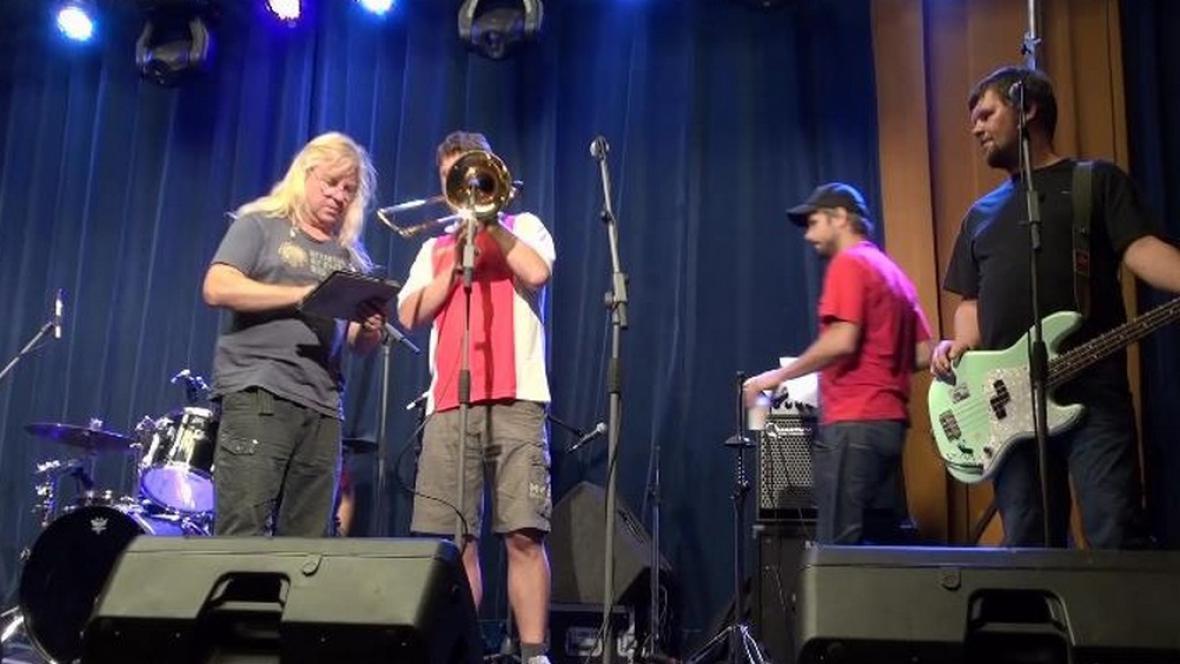 Vystoupení kapely na hudebním festivalu Kolín natvrdo