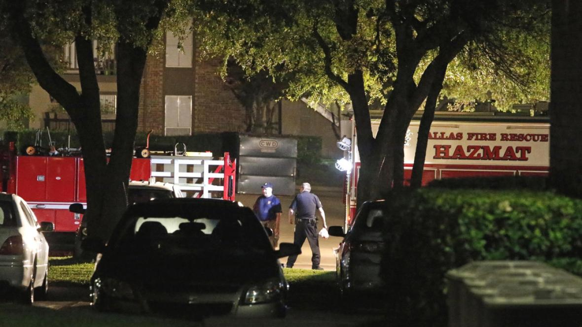 Dallaské jednotky na místě, kde bydlí další nakažená zdravotnice