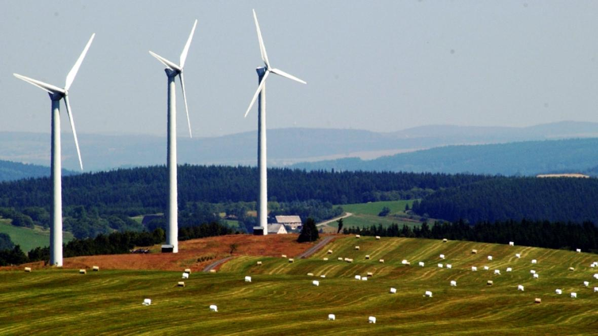 Větrné elektrárny poblíž Loučné pod Klínovcem