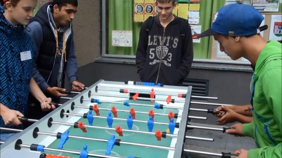 V Bedně se mladí dobře baví