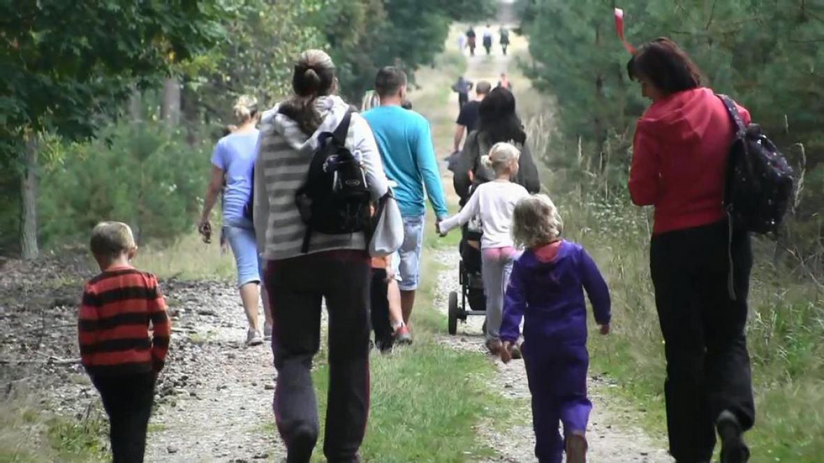 Účastníci pochodu na trati