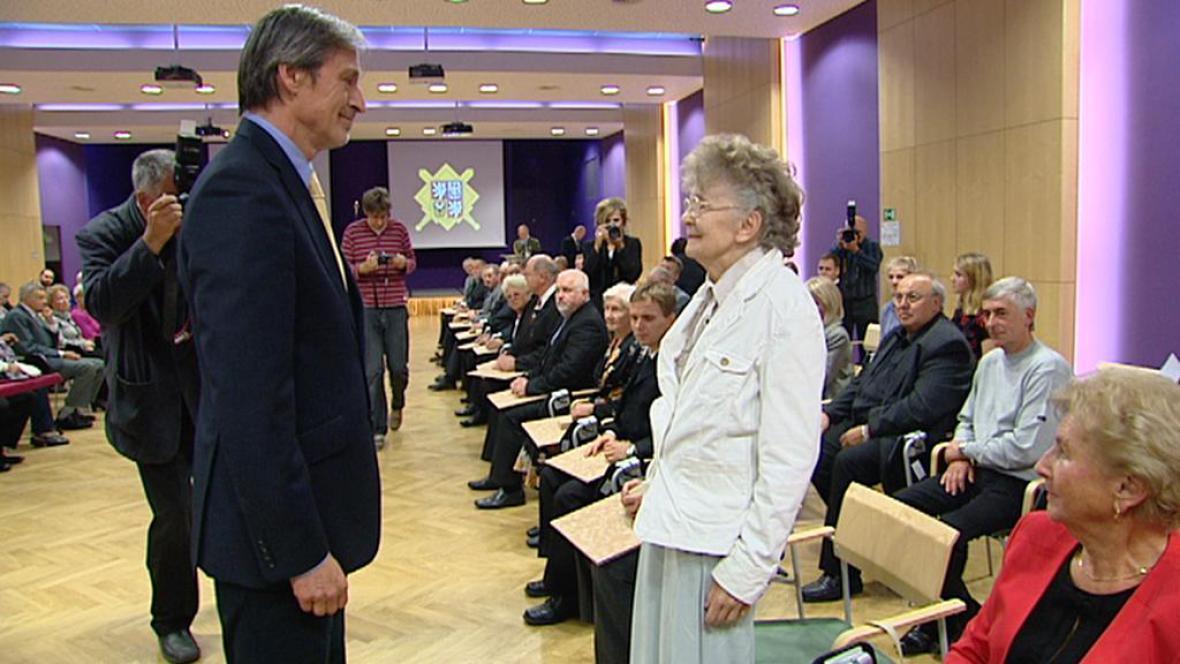 Otta Bednářová  převzala osvědčení o odboji a odporu proti komunismu