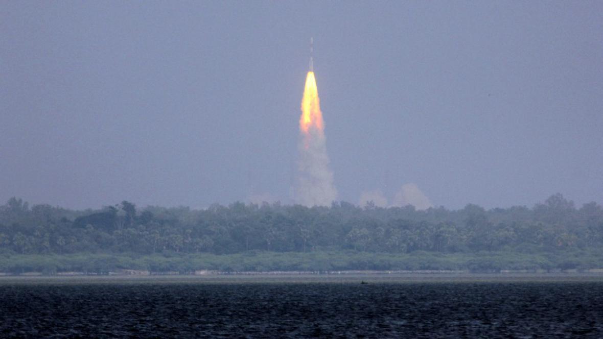 Indická sonda míří k Marsu