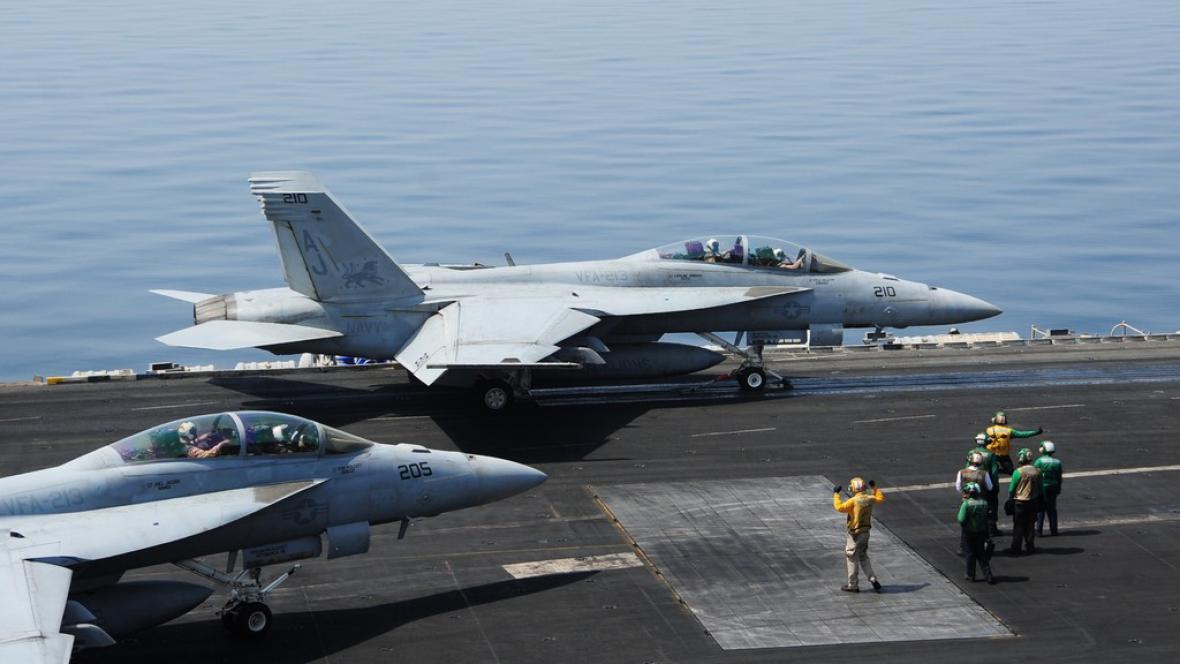 USA začaly bombardovat pozice islamistů v Iráku