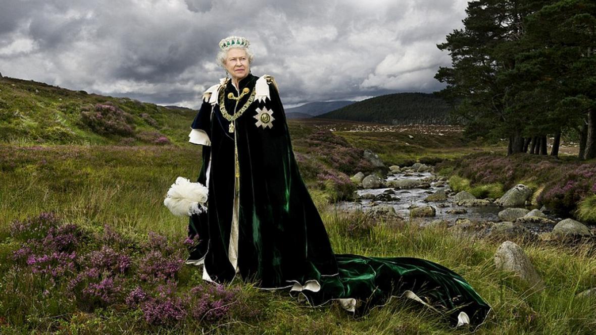 Portrét britské královny pořízený poblíž skotského Balmoralu