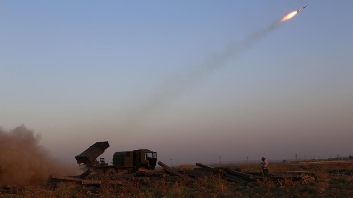 Kurdské milice ostřelují pozice Islámského státu