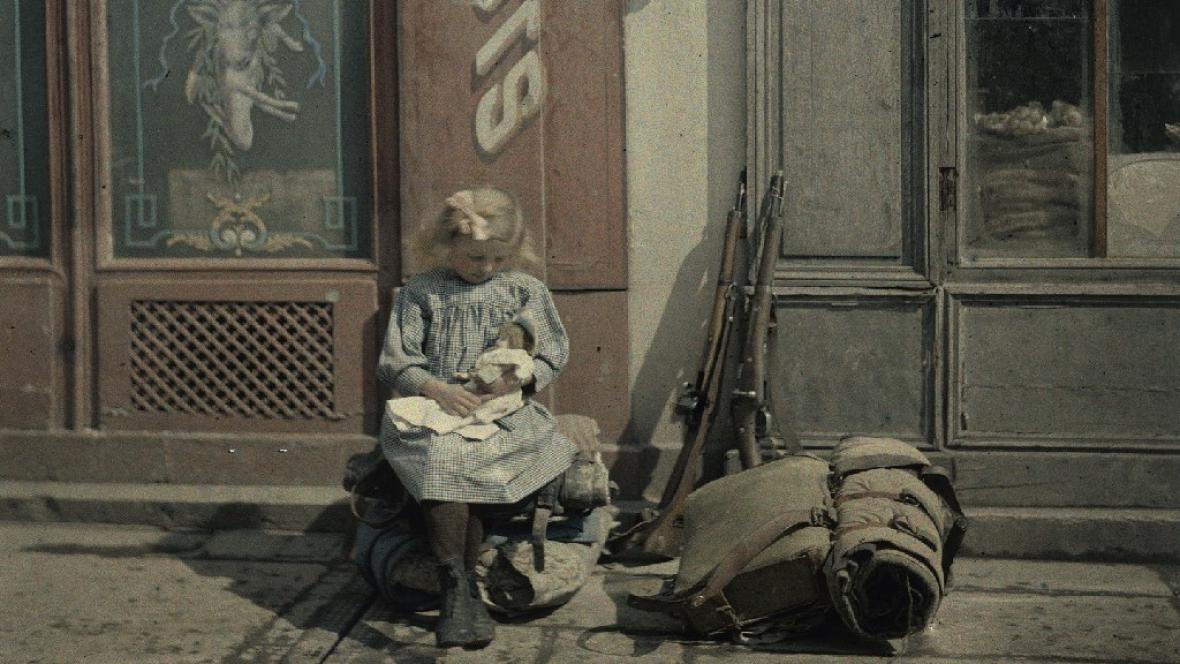 Dítě v cyklu Malé ruce ve Velké válce