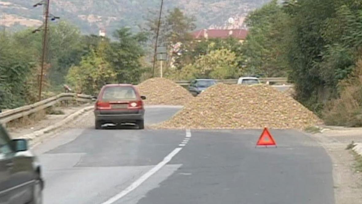 Barikády na silnicích podtrhují napětí mezi Srbskem a Kosovem