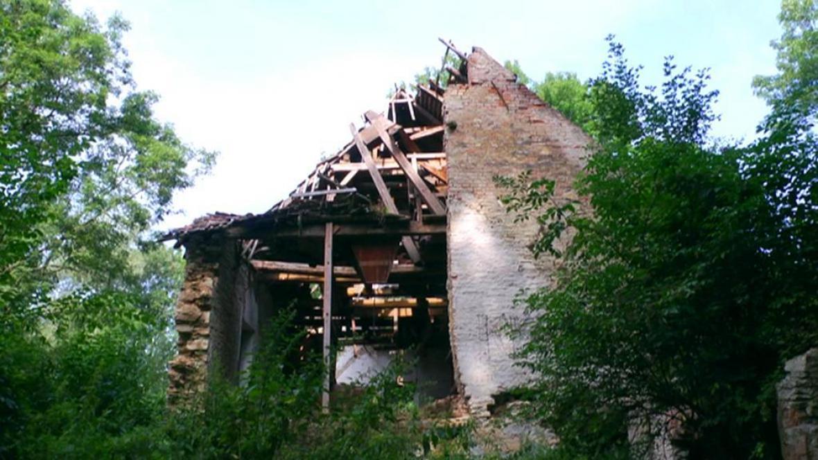 Torzo mlýna v Rosicích u Chrasti