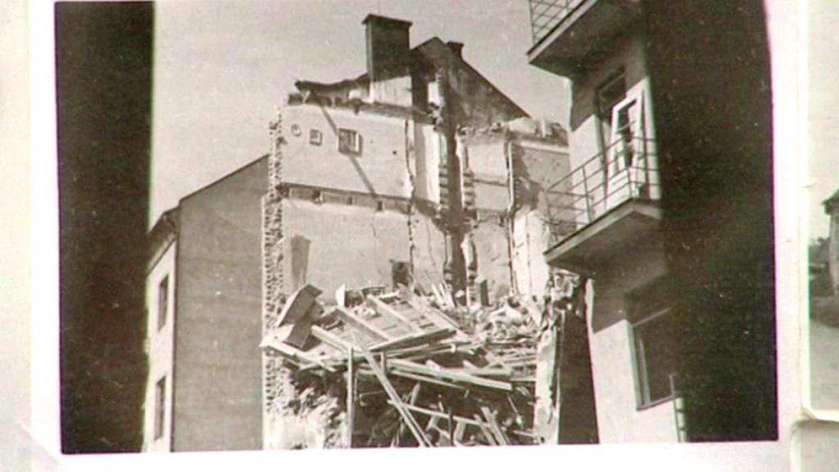 Z výstavy Bomby nad Pardubicemi
