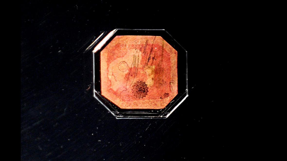 Jednocentová karmínová poštovní známka z roku 1856