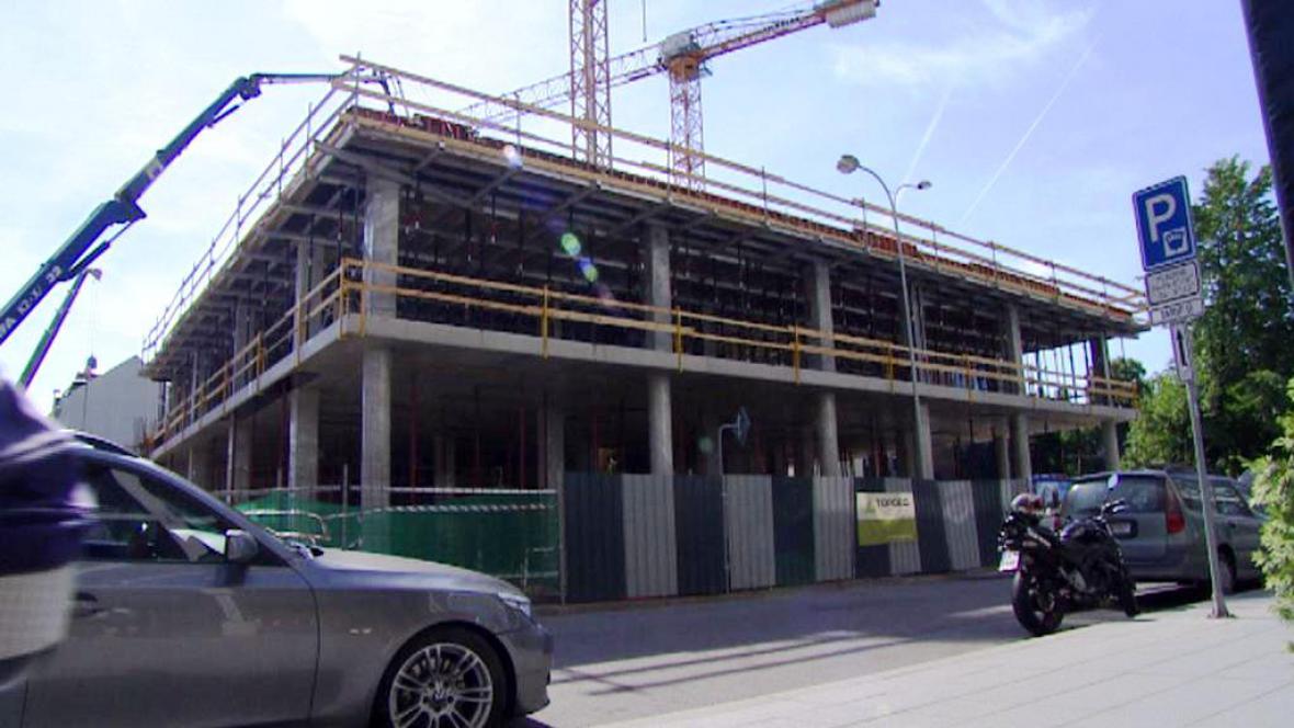 Vznikající parkovací dům v Českých Budějovicích