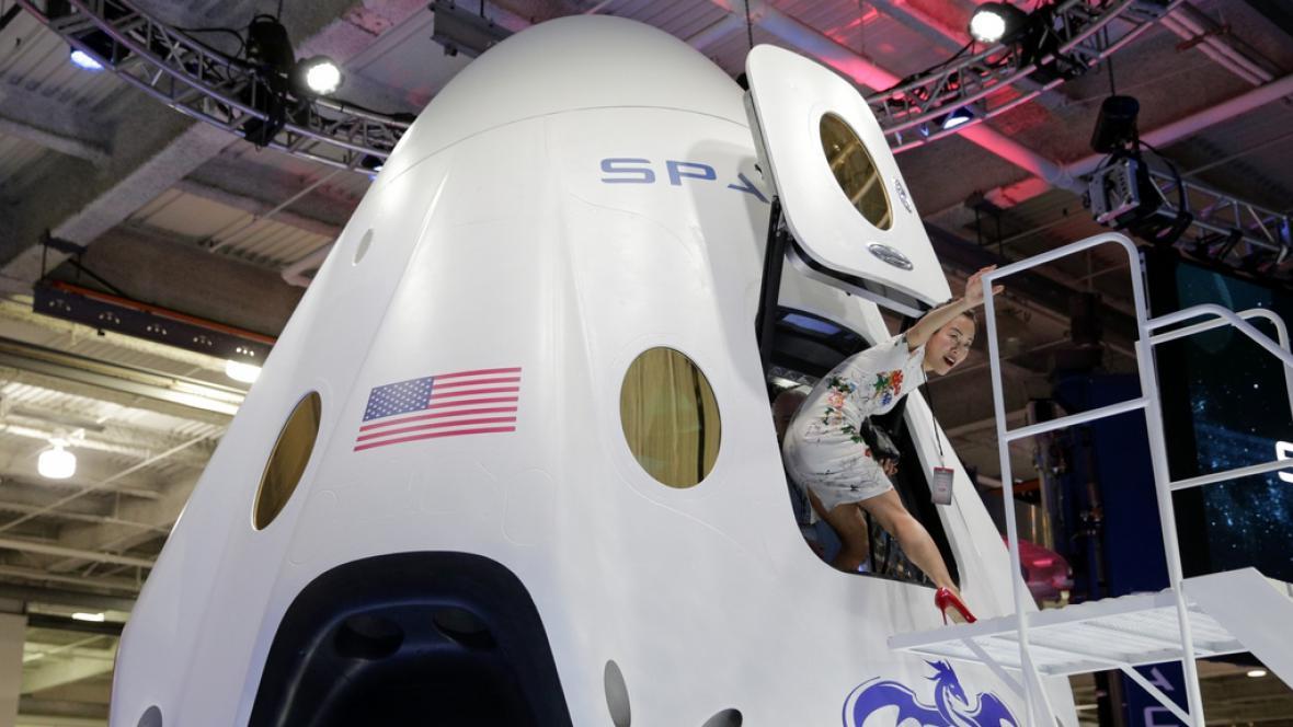 Prezentace nového modulu Dragon V2 společnosti SpaceX