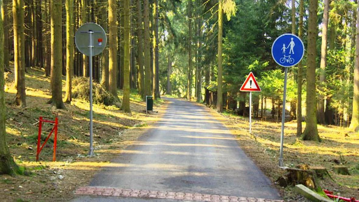 Z dříve využívané silnice v Ledči nad Sázavou se stala cyklostezka