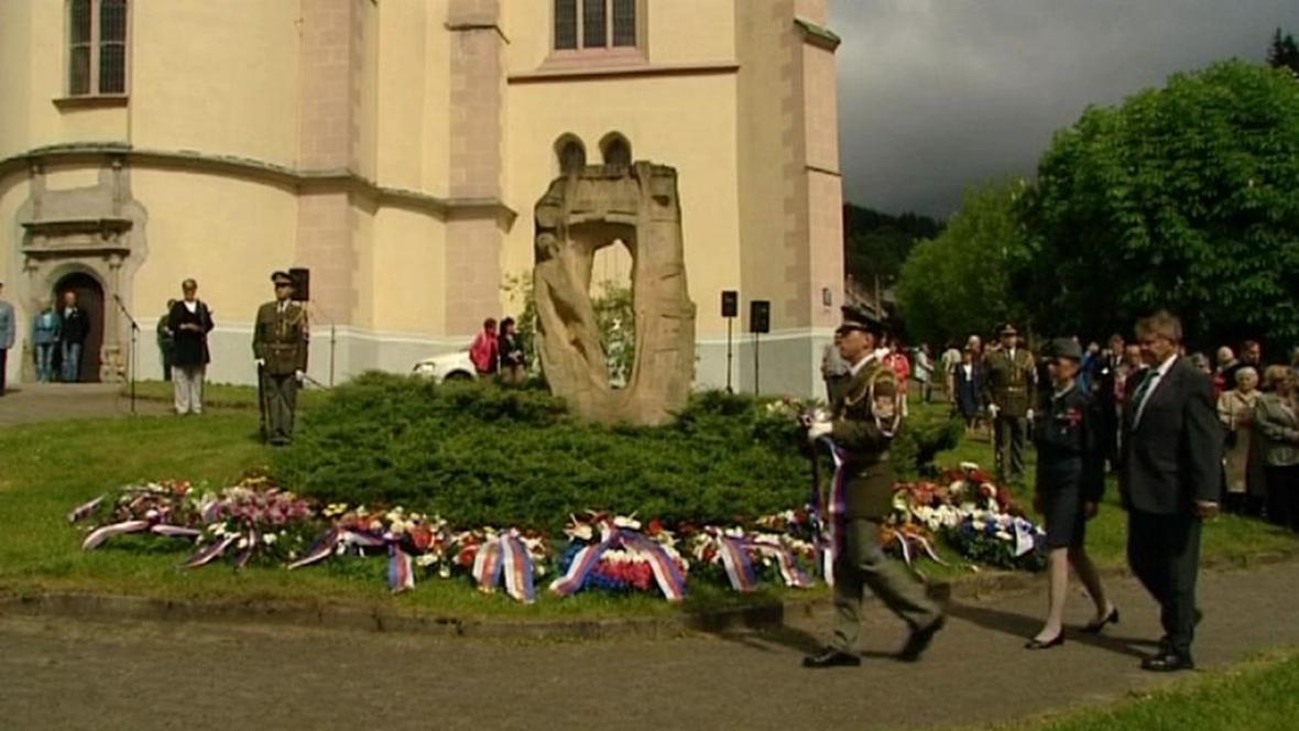 Uctení památky bývalých polititckých vězňů v Jáchymově