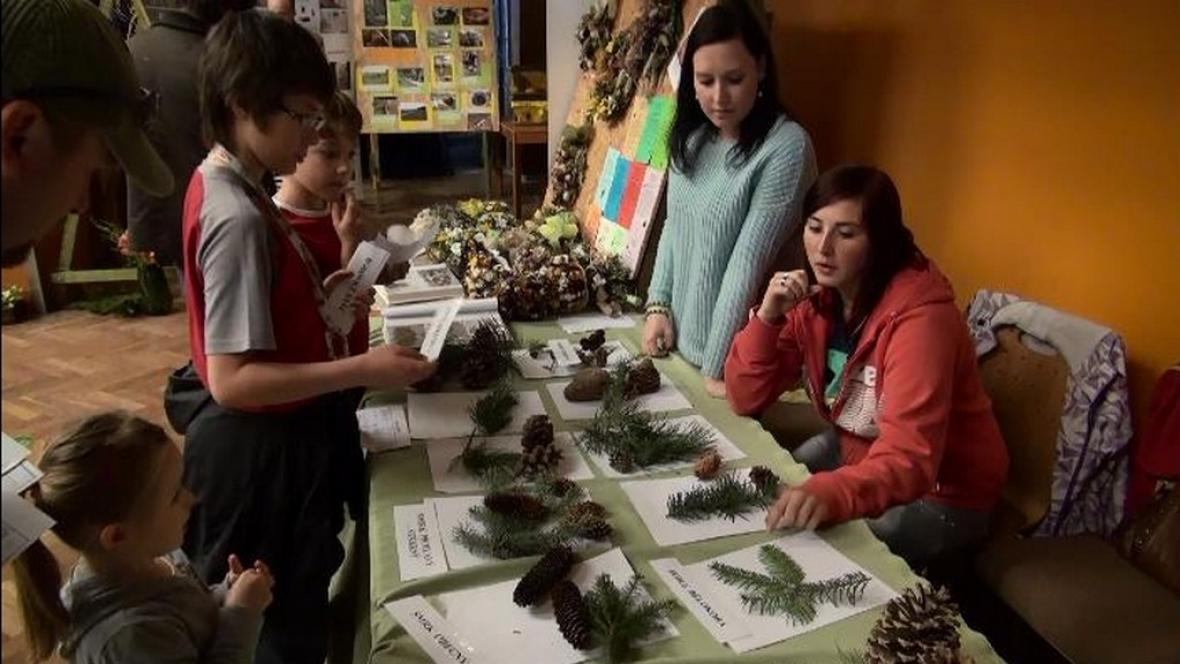 Děti na výstavě o životním prostředí