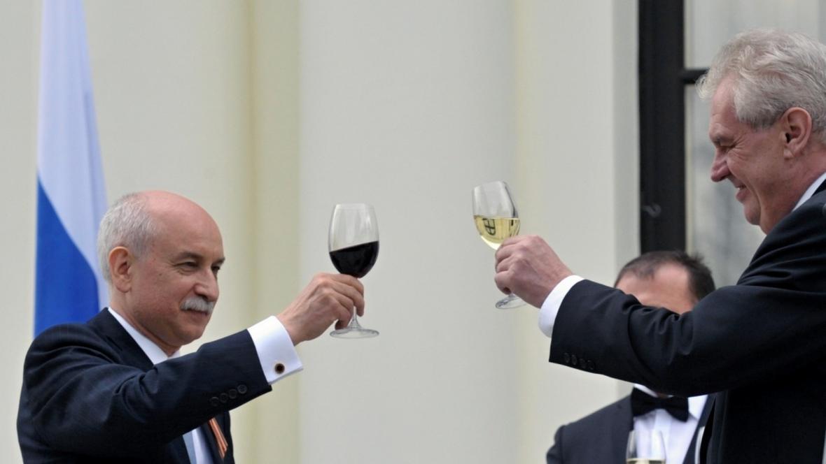 Miloš Zeman na ruské ambasádě