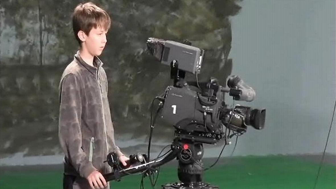 Malý kameraman ve studiu