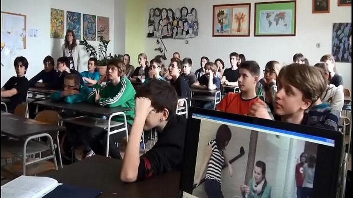 Studenti poslouchají přednášku o kriminalitě