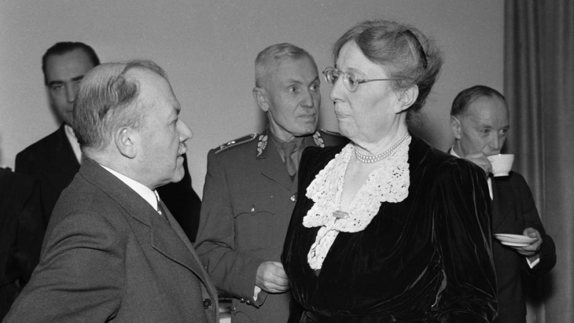 Masaryková na sjezdu Čs. Červeného kříže (1947)