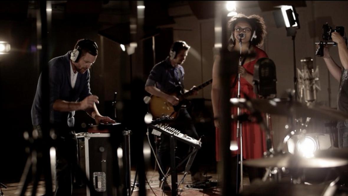 Android Asteroid při natáčení ve slavném studiu Abbey Road